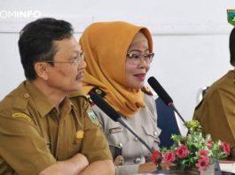 Kepala BPN/ATR Kota Padang Panjang, Nora Endomata, ST, M.Sc., menyampaikan sambutan pada kegiatan penyuluhan PTSL tahun 2020 yang dibuka Asisten I Walikota Bidang Pemerintahan dan Kesra Syahdanur, SH, MM. (Selasa, 14/1/2020).