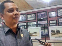 Budi Syahrial, Anggota DPRD Padang saat melakukan kunjungan kerja ke Dinas Kearsipan dan Perpustakaan Kota Padang, Senin (13/01/2020).