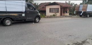 Diduga mobil Grandmax milik Pemda yang dipakai untuk operasional pemasangan baliho calon gubernur Sumbar di Kabupaten Solok dan Kabupaten Solok Selatan