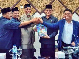 Wali Kota Padang, Mahyeldi menyampaikan LKPJ 2019 pada DPRD Padang, Senin (16/03/2020),