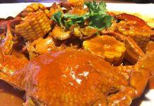 Menu spesial Kupi Batigo Taluak Buo, Kepiting jagung saus tiram.
